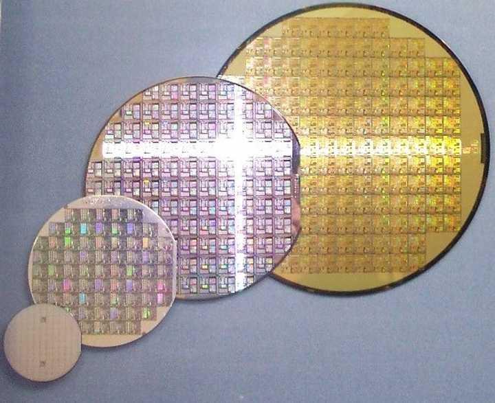 数以万计的MEMS芯片(有些工艺也会把集成电路芯片放在同一步骤加工)出现在了每一片wafer上面
